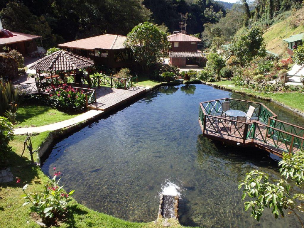 בריכת הדגים היפיפיה במלון טרוגון בסן חררדו דה דוטה קוסטה ריקה