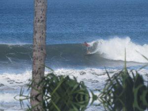 גלישת גלים בקוסרה ריקה