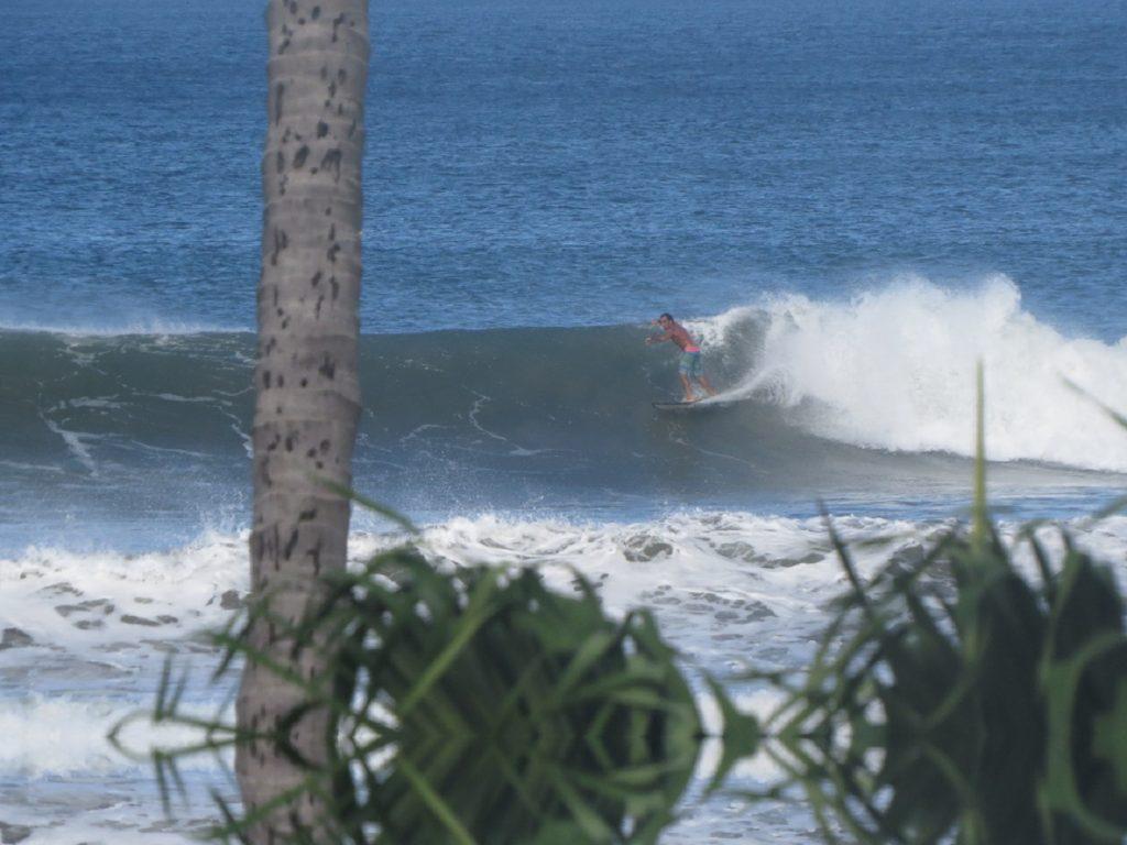 גולשי גלים מקצועיים בקוסטה ריקה