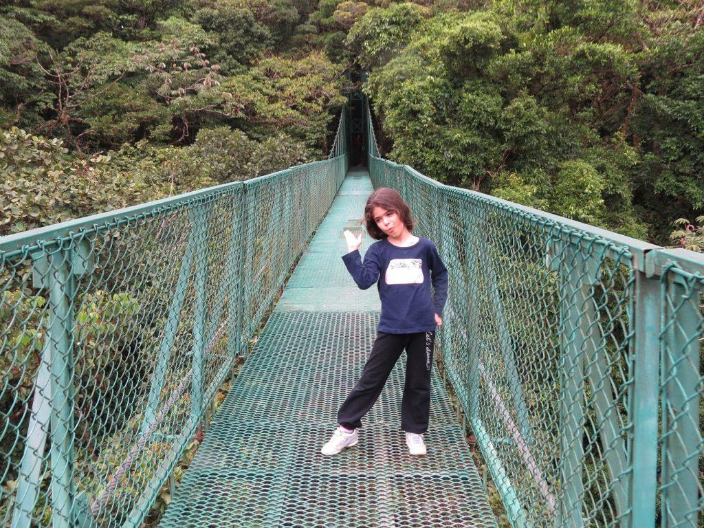 גשר תלוי באיזור ארנל בקוסטה ריקה