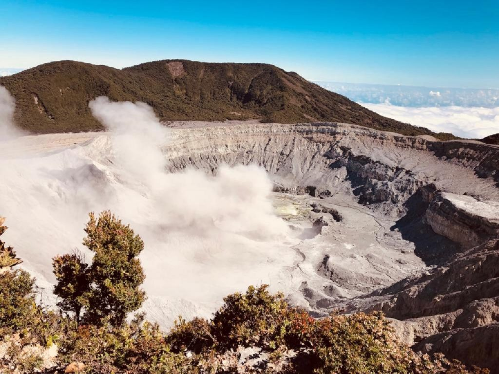 הר הגעש המעשן בקוסטה ריקה