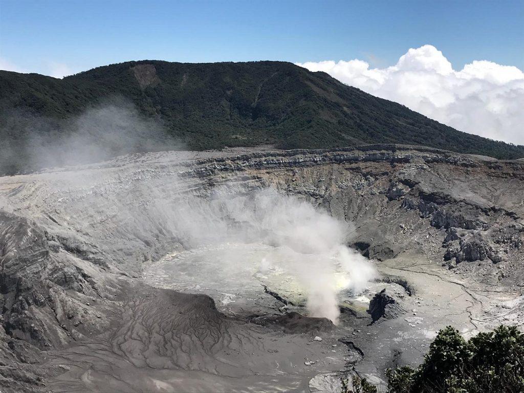 הר הגעש פואס כשעה נסיעה מסן חוזה קוסטה ריקה