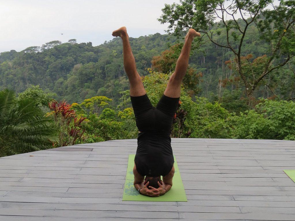 מדריך של יוגה ומדיטציה בקוסטה ריקה