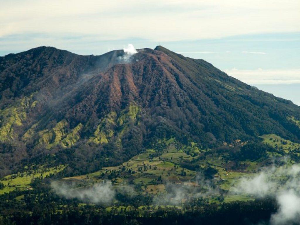 מורדות הר הגעש אירזו שבקוסטה ריקה