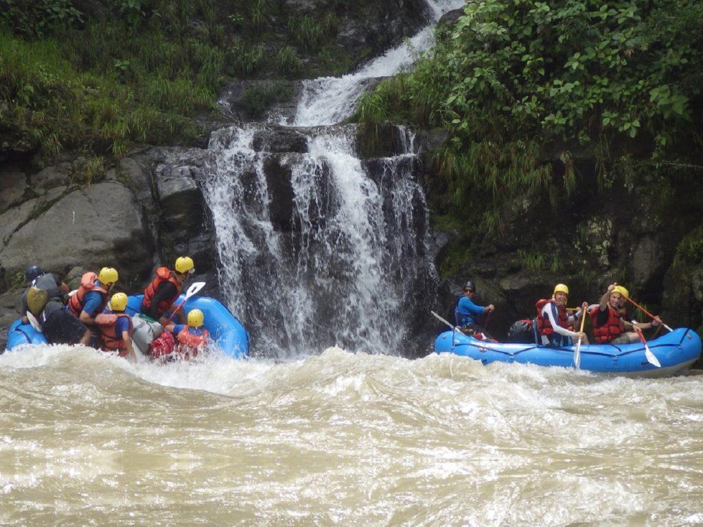 רפטינג בנהר פקוארה בקוסטה ריקה