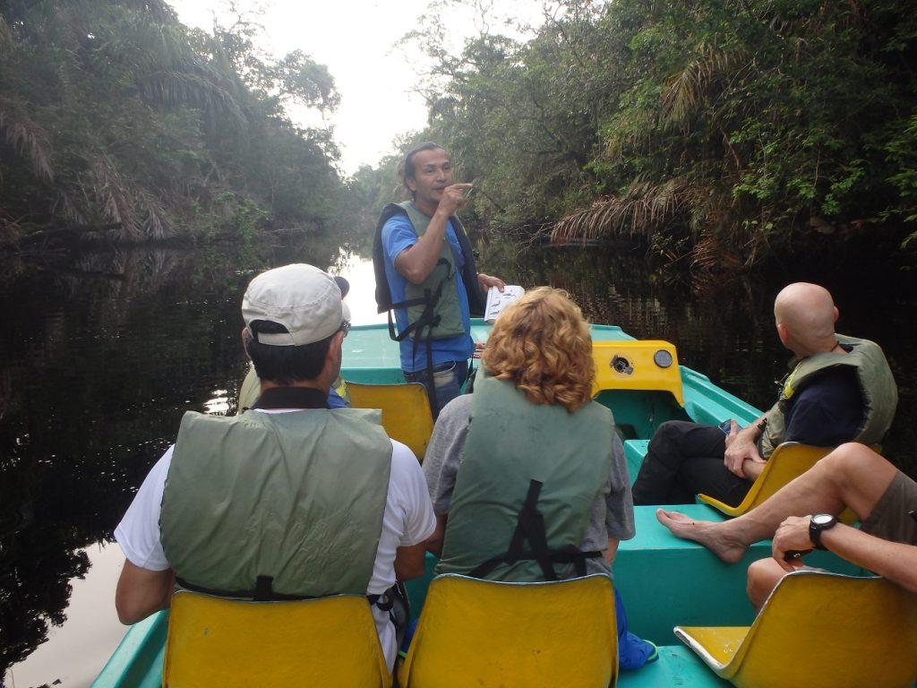 שיט מודרך בתעלות טורטוגרו שבקוסטה ריקה