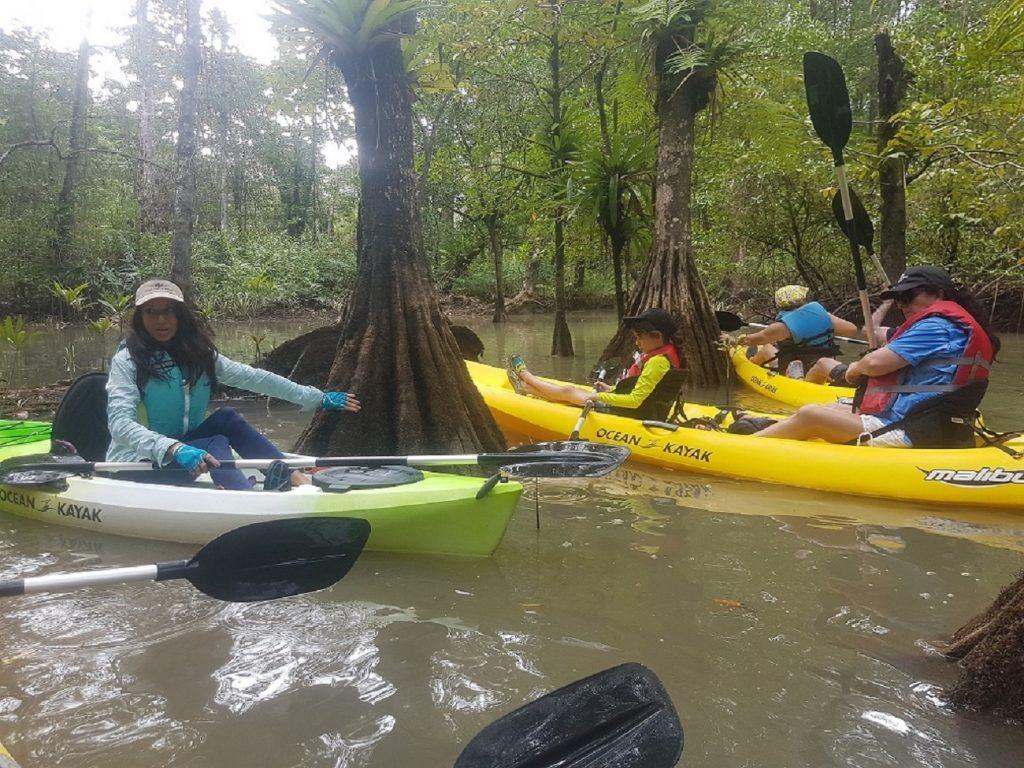 שיט קיאקים בטיול טבע בקוסטה ריקה