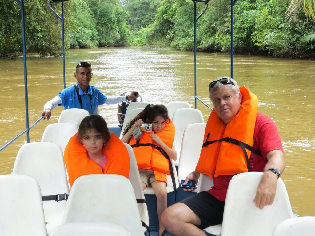 שיט בתעלות קאניו נגרו בקוסטה ריקה