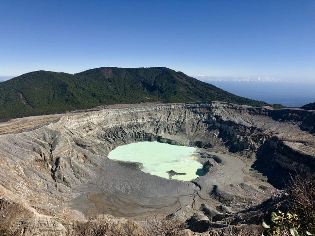 לוע של הר הגעש פואס בקוסטה ריקה