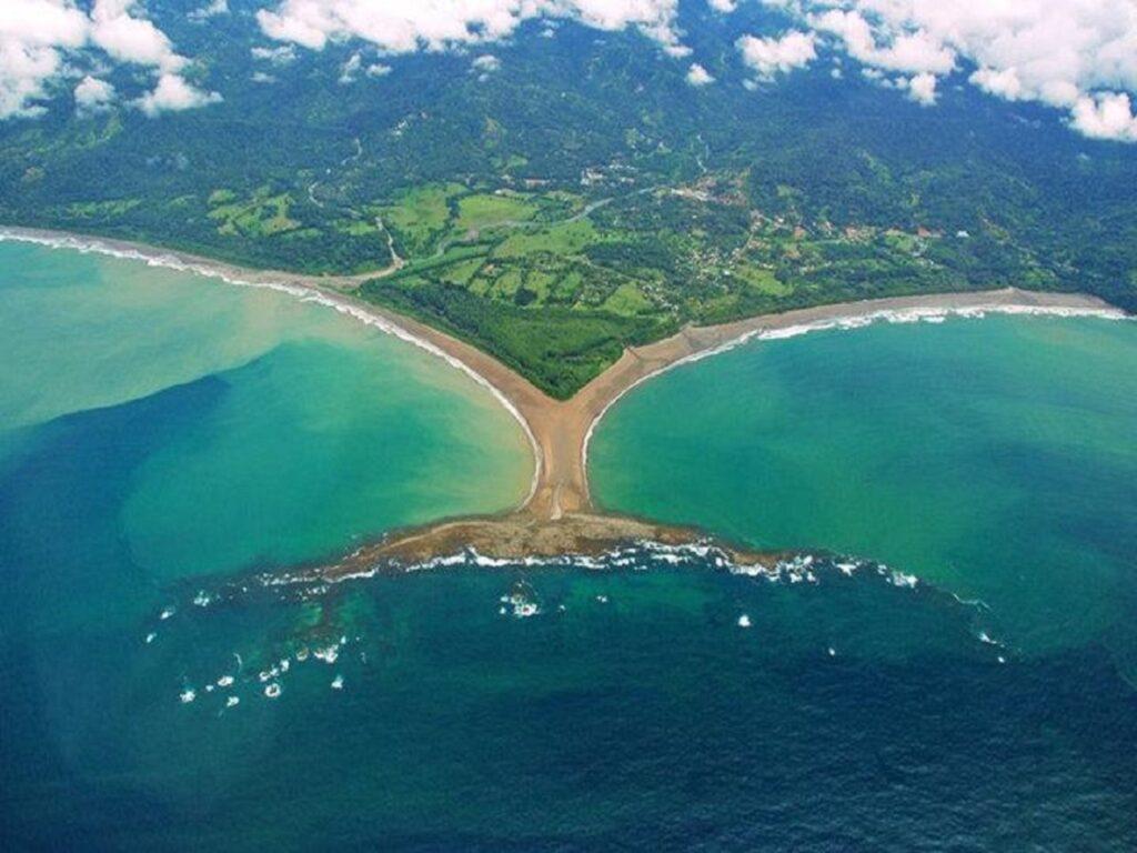 מפרץ הליווייתנים באוביטה, כצורת זנב ליווייתן... מדהים